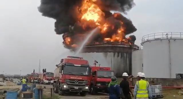 Video: Oando Tank Farm On Fire In Apapa, Lagos